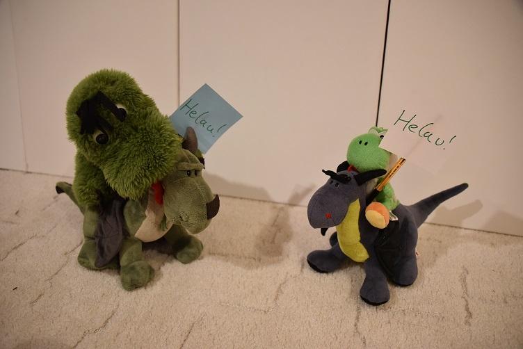 Fauchi auf Grünling und Yoshi auf Luna, die karnevalistischen Standartenträger
