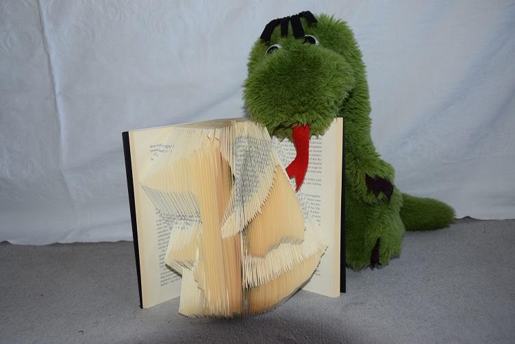 Fauchi mit Bookigami-Buch