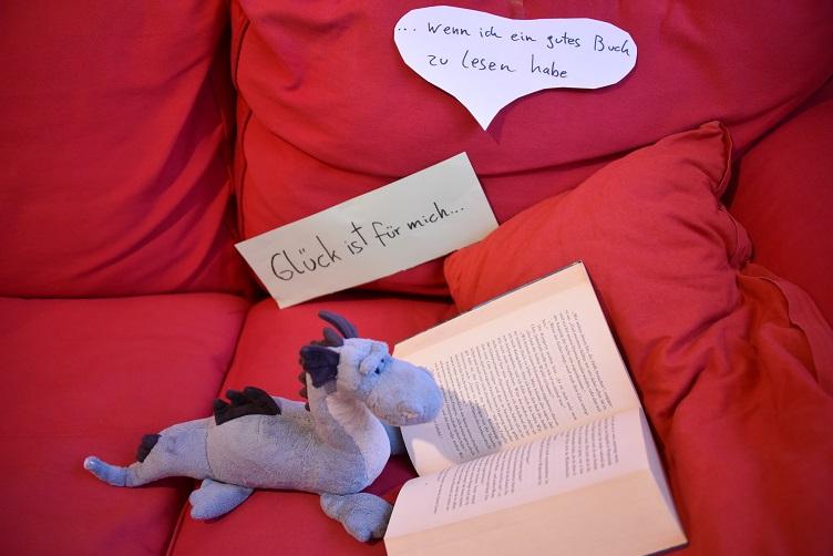 Saphira ist glücklich, wenn sie ein gutes Buch zu lesen hat