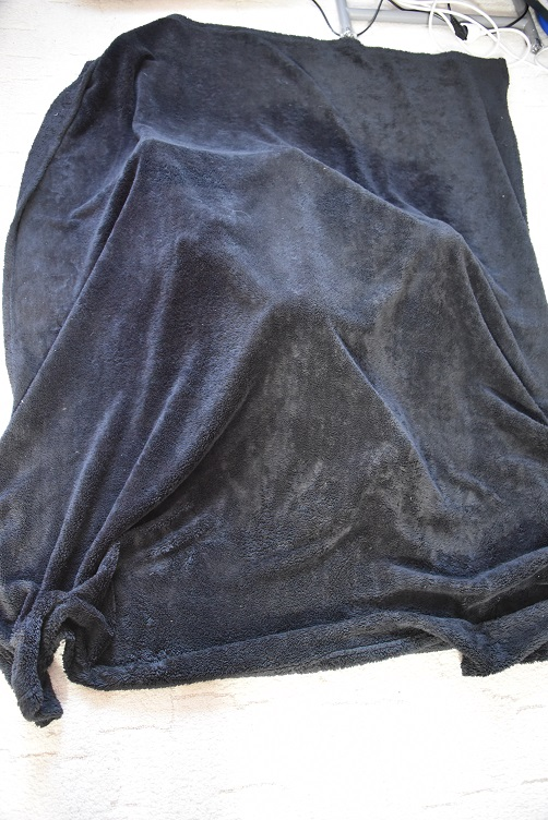 Plüschis verstecken sich unter Decke