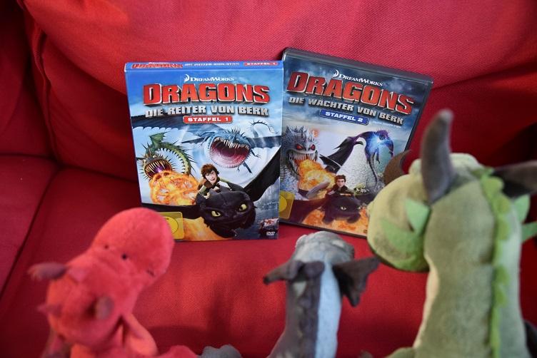 Drachen schauen Drachenzähmen-DVDs an