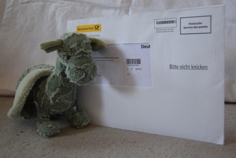 Ivy mit Post von der Post