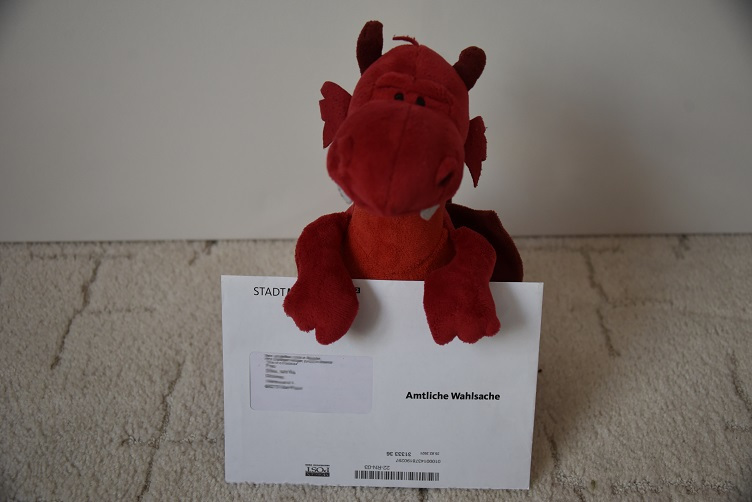 Ruby mit Briefwahlunterlagenbrief
