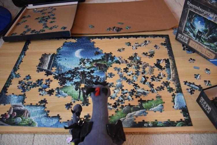 Lina und Luna puzzlen