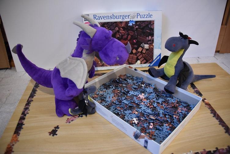 Lina, Luna und Violetta puzzlen
