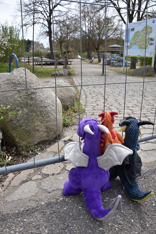 Drachis am Spielplatzzaun
