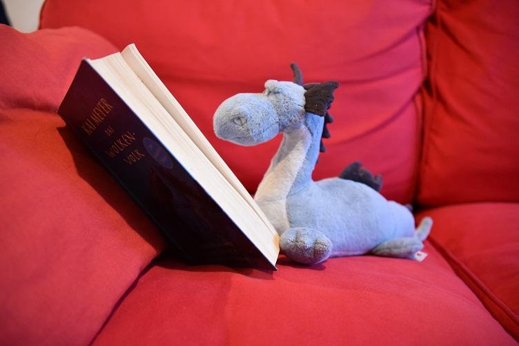 """Saphira liest """"Das Wolkenvolk"""""""