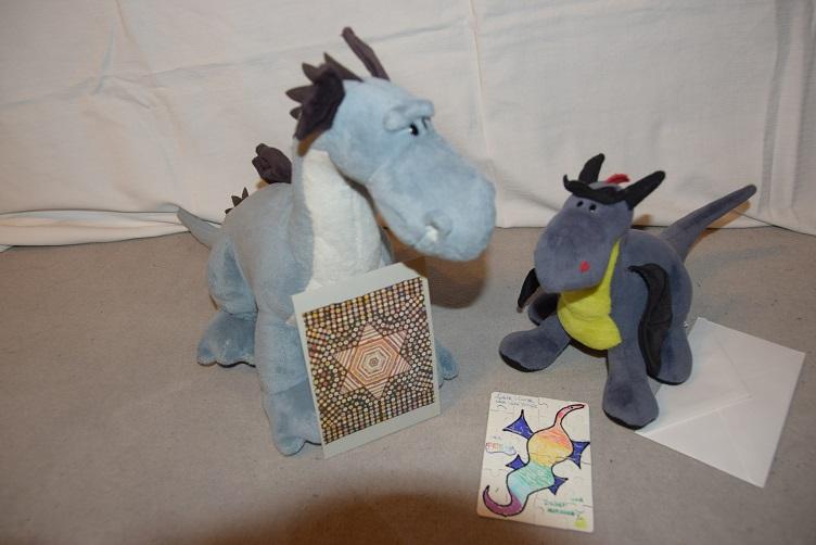 Sirius und Luna mit ihren Postkarten