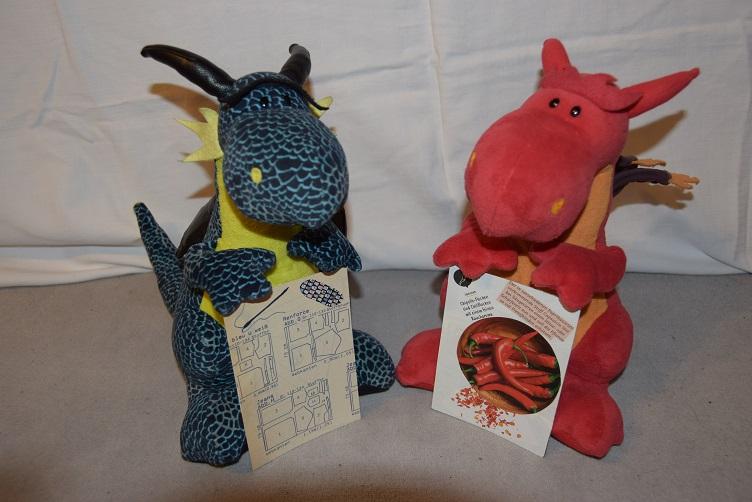 Kiwii und Chilli mit ihren Postkarten
