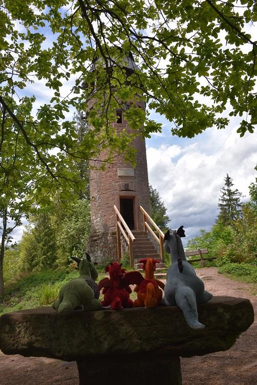 DIe Drachen am Fuß des Martinsturms