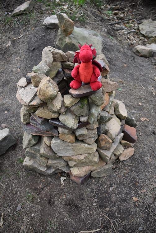 Flämmchen auf einem Steintürmchen