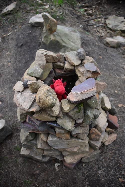 Flämmchen guckt aus dem Steintürmchen raus