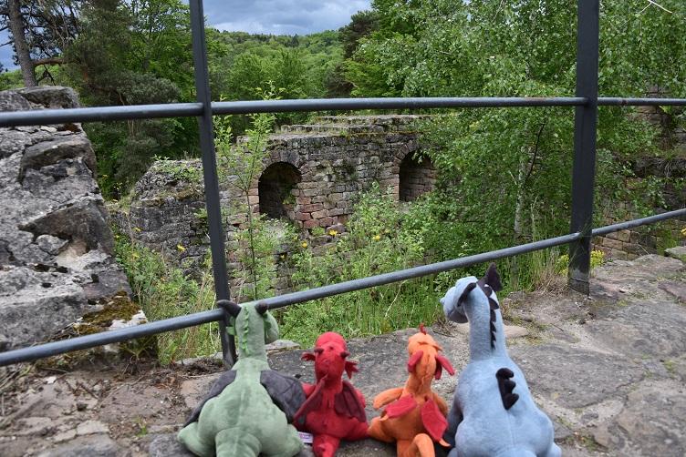 Die Drachen an der Burgruine Schlössl