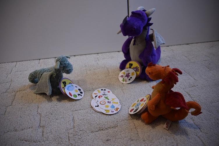 Violetta, Ivy und Paffina spielen Dobble