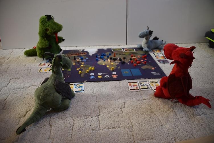 Saphira, Grünling, Fauchi und Ruby spielen Pandemie
