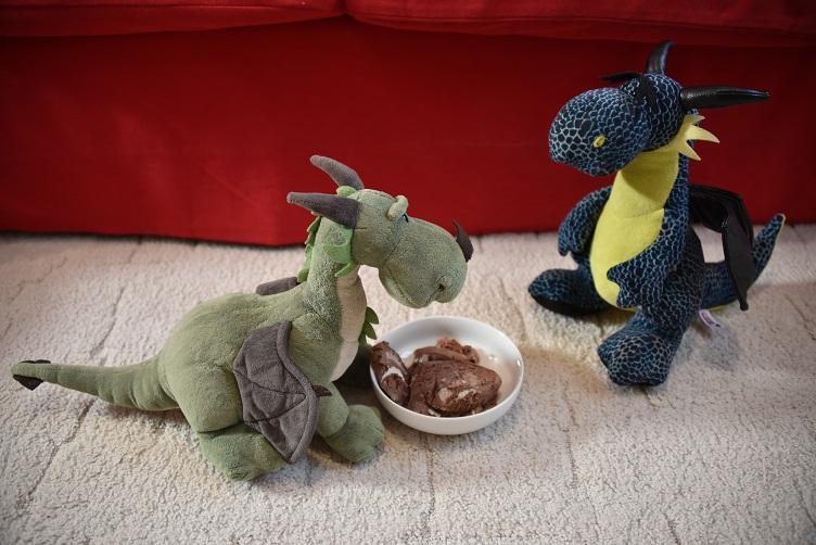 Grünling bietet Kiwii Schokoladeneis an