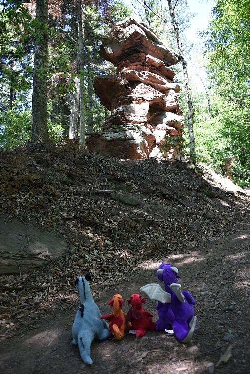 Die Drachen bewundern noch eine Felsformation