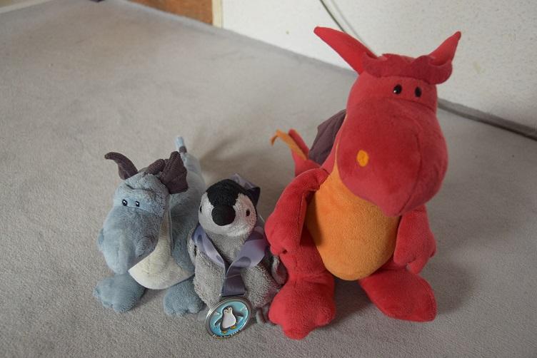 Chilli, Saphira und Pimmi mit Pinguin-Medaille