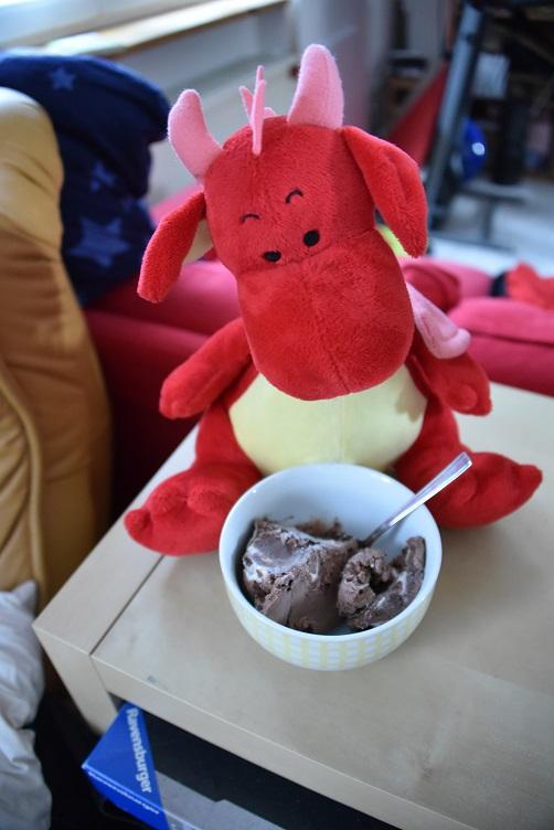 Rosa mit Schokoladeneis