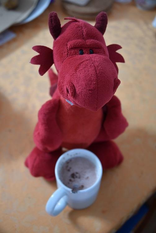 Ruby serviert eine heiße Schokolade