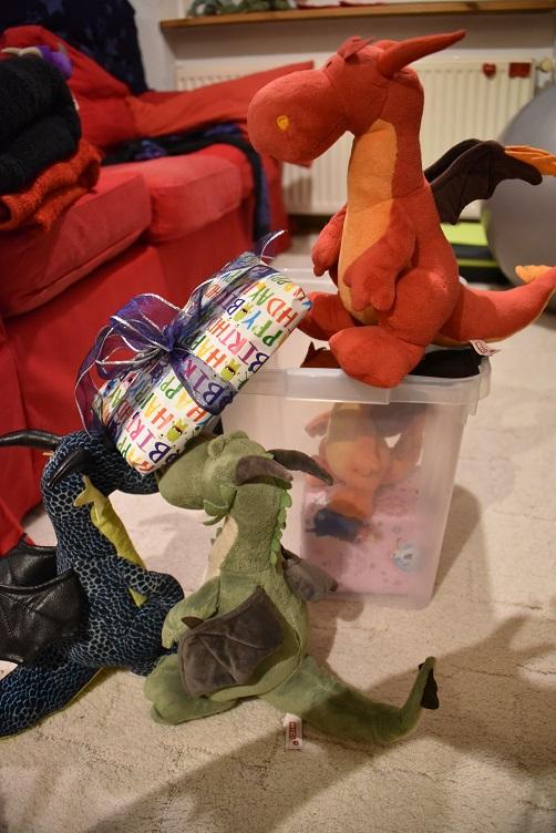 Päffchen, Paffina,. Kiwii und Chilli bereiten die Geschenkbox vor