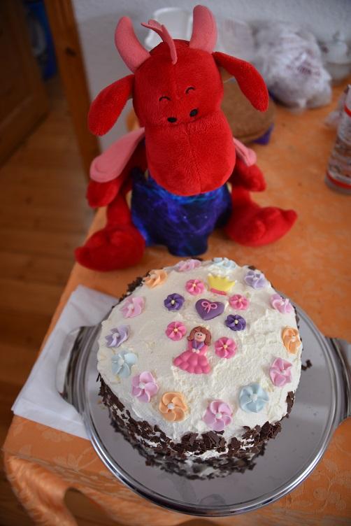 Rosa mit Geburtstagstorte