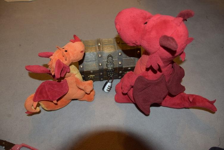 Ruby und Paffina bereiten das Escape Game vor