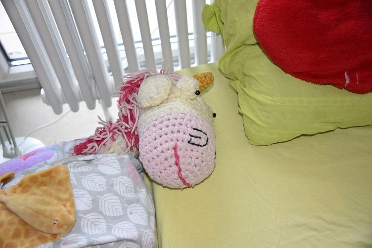Jens schläft neben Tante Monis Kopfkissen