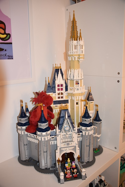 Flämmchen auf dem Lego-Disney-Schloss