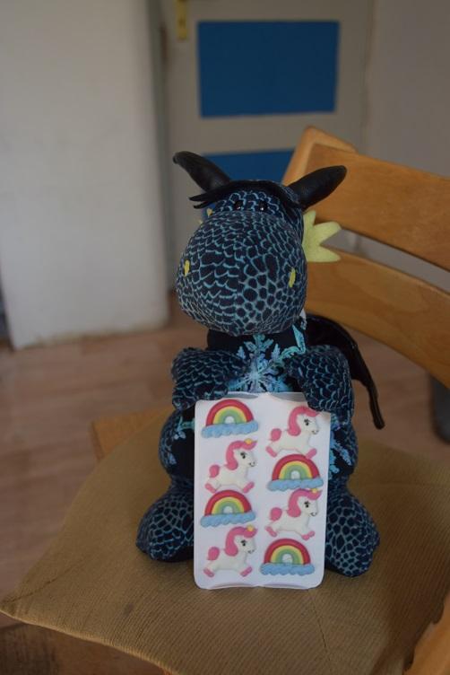 Einhorn- und Regenbogen-Tortendeko