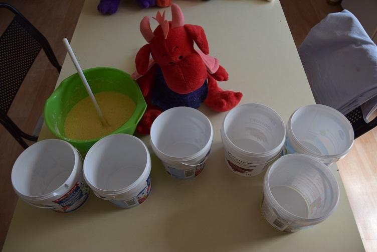 Rosa und die Joghurtbecher