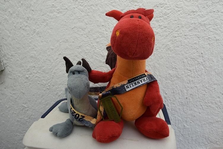 Saphira und Chilli mit Medaille